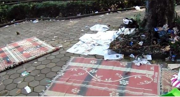 10 Foto kebiasaan negatif orang Indonesia, buang sampah sembarangan!