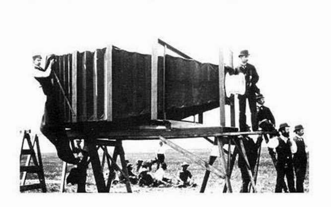 Terungkap! Foto pembuatan kamera pertama di dunia, siapa yang memfoto?