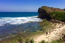 Pantai Ngeden, surga tersembunyi di antara tebing karst Gunungkidul