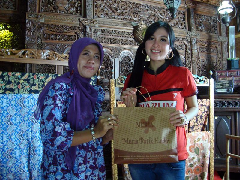 Kisah Yuli Astuti, rela daki Gunung Muria demi cari jejak batik Kudus
