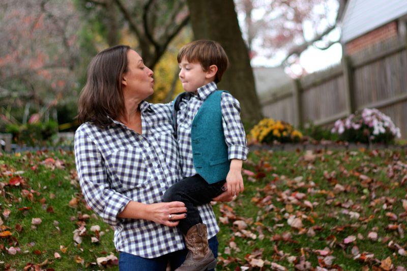 22 Potret kekompakan ibu dan anak laki-laki yang bikin iri