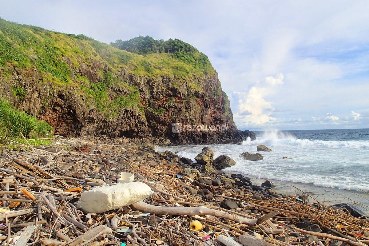 Kerusakan Pulau Sangiang, Banten ini bikin miris