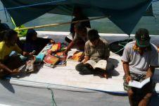 Perahu ini keliling antar pulau demi menyediakan buku bacaan, top!