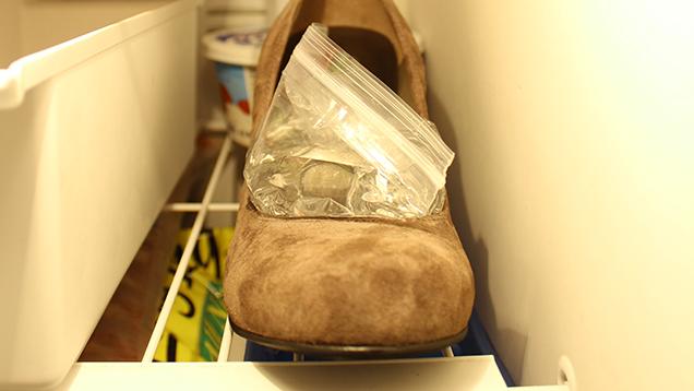 Sepatumu kekecilan? Cara ini bisa membantu melonggarkannya