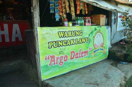 Warung ini disebut sebagai warung tertinggi di Indonesia