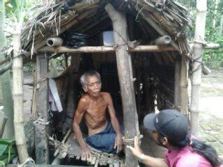 Kondisinya sakit, kakek ini tinggal seorang diri di gubuk kecil reyot