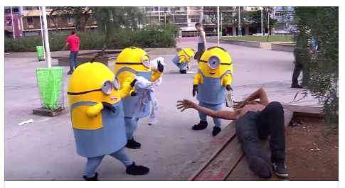 VIDEO: Minions ada sungguhan dan bikin onar ganggu warga!