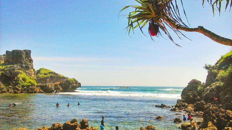 Sensasi snorkeling di pantai selatan nan berombak ganas, berani coba?