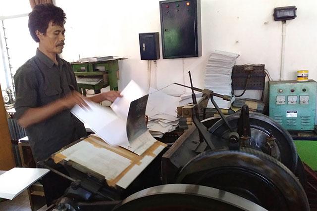 Mesin tertua dunia pencetak Alquran braille masih produksi di Bandung