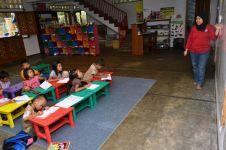 Selain memberantas buta huruf, Kiswanti juga ajarkan ibu-ibu komputer