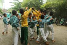 Cara kreatif mahasiswa mendekatkan anak-anak ke permainan tradisional