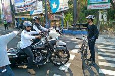 Pesepeda ini cegat konvoi moge, ingatkan agar tak terobos lampu merah