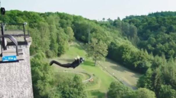 VIDEO: Eksperimen ekstrim bungee jumping, tanpa tali!