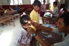 1.400 pelajar Bandung mendapat kaca mata gratis, horeee!