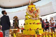 Tumpeng raksasa buatan koki Indonesia pecahkan rekor dunia