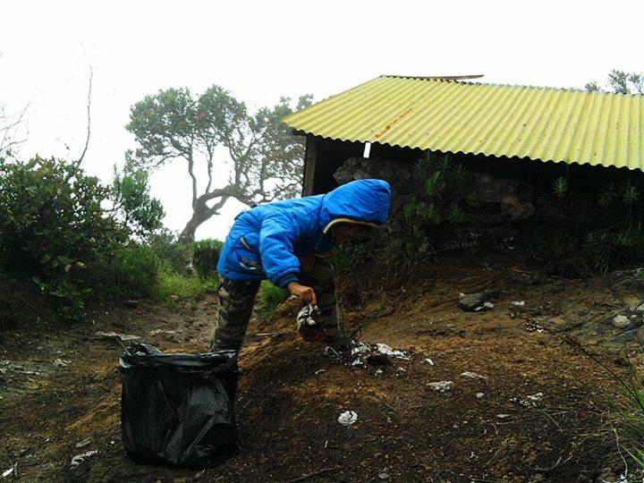 Arya, pendaki cilik yang juga peduli kebersihan alam