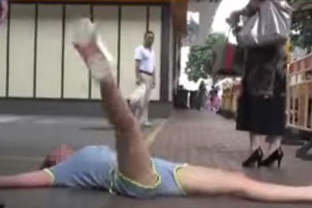 Diputusin pacar lewat SMS, wanita ini bikin rusuh di jalanan