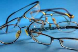 Kacamata warna cerah untuk pekerja kreatif