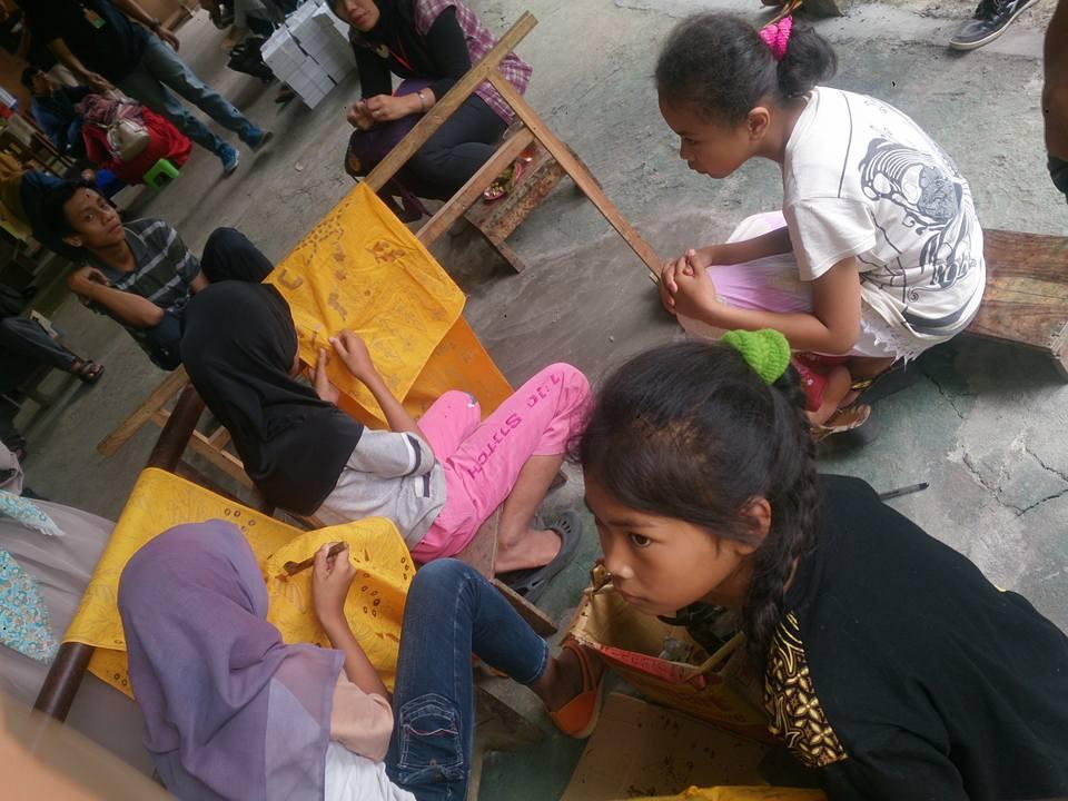 Di Desa Giriloyo, anak-anak umur 6 tahun sudah mahir membatik