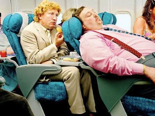 13 Kelakuan penumpang pesawat yang bakal bikin risih