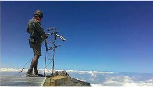 Jangan ditiru! Pendaki ini injak panel surya pemantau Merapi