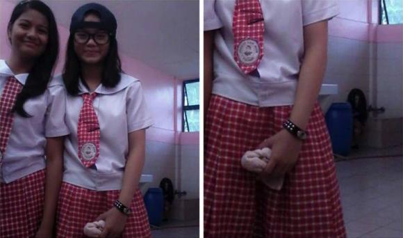 Lagi asyik selfie di sekolah, dua siswi ini kedatangan hantu Sadako