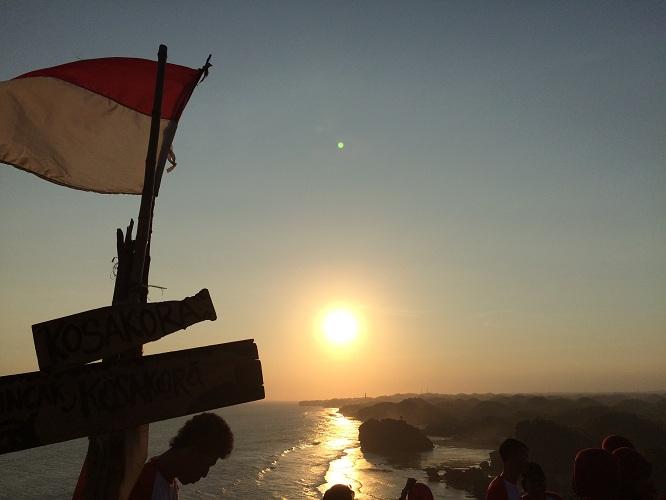 Tempat ini istimewa, bisa menikmati sunset dengan pemandangan 4 pantai
