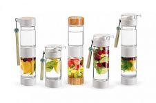 Wah, kebiasaan minum infused water ternyata bisa bikin gigi keropos!