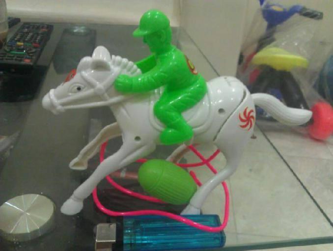 12 balapan kuda kadang kudanya jalan di tempat