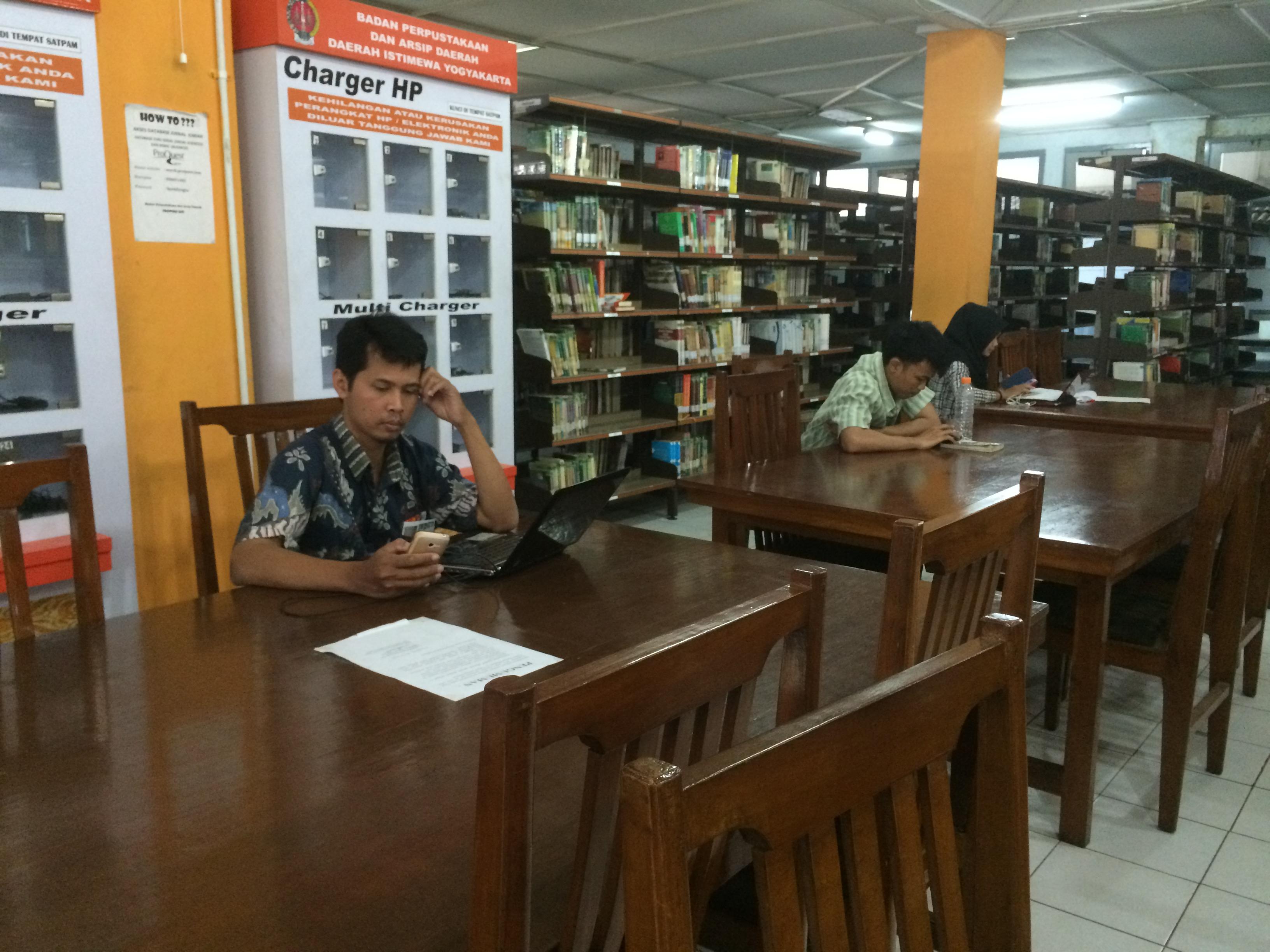 6 Tipe pengunjung perpustakaan, kamu termasuk yang mana?