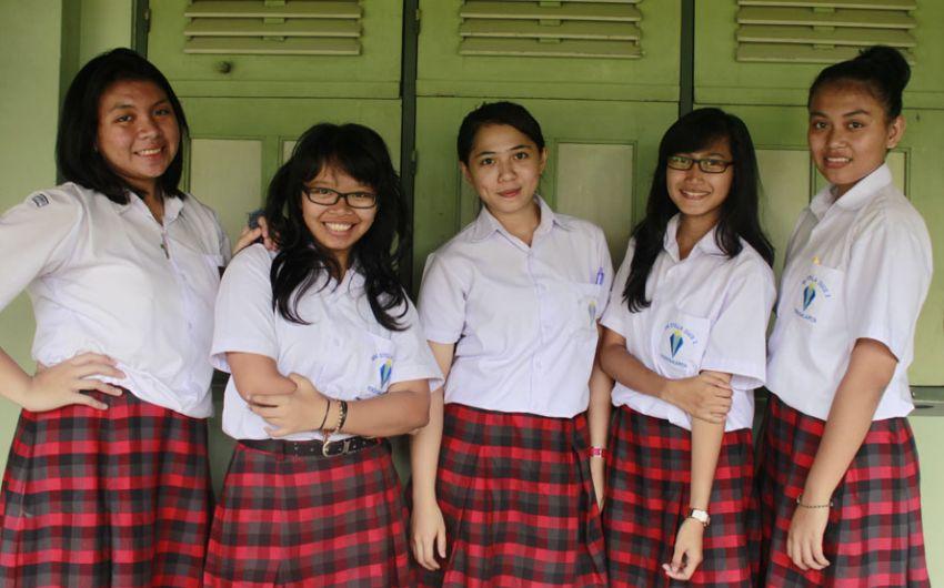 Seragam Sekolah Swasta 74