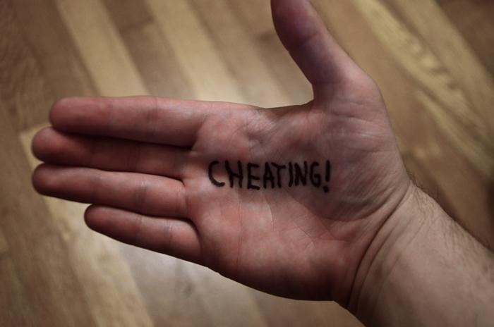 5 Rahasia yang disembunyikan cewek dari pasangannya