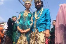 Cinta budaya Indonesia, pasangan asal Swiss ini nikah massal di Jogja