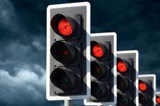 Rambu lalu lintas yang dianggap 'pajangan' saja, langgar aja terus!