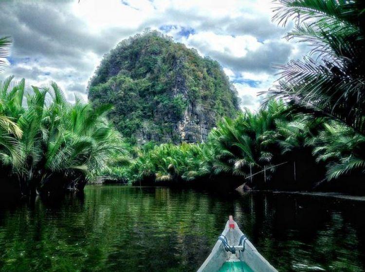 25 Wisata alam Indonesia yang bikin malas liburan ke luar negeri