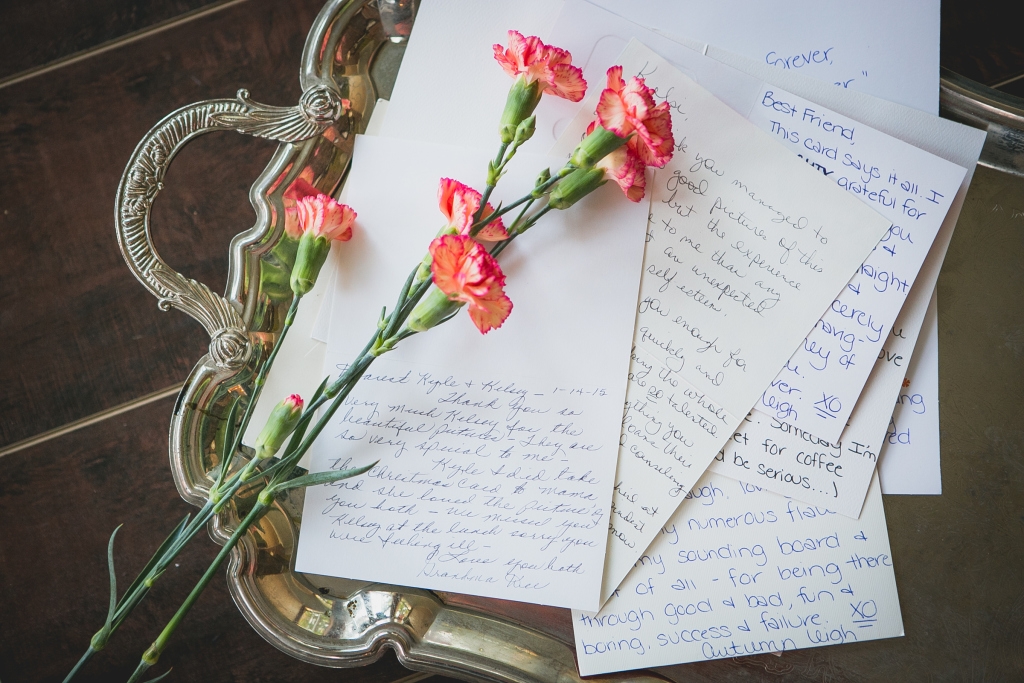 Buatlah surat tulisan tangan, meski jadul tapi kamu akan lebih bahagia