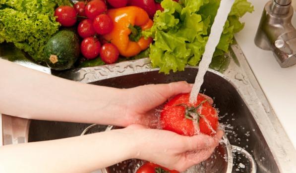 Trik jitu hilangkan pestisida pada buah dan sayur