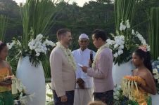 Foto pernikahan sesama jenis di Bali hebohkan netizen
