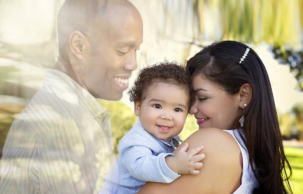 Demi foto keluarga, perempuan ini minta suaminya 'hadir'