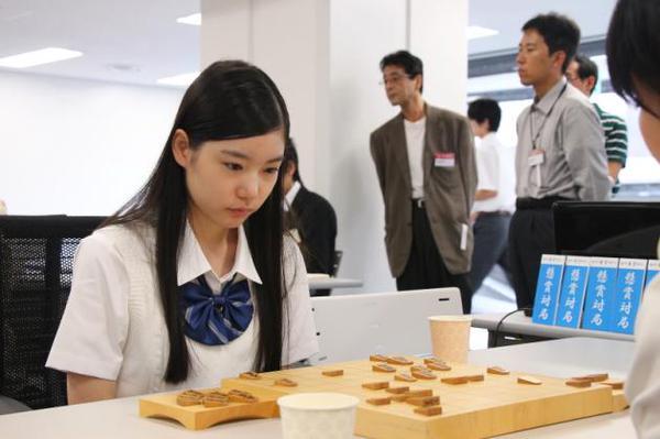 Beni Taketama, pemain catur Jepang cantik bisa bikin kamu deg deg ser!
