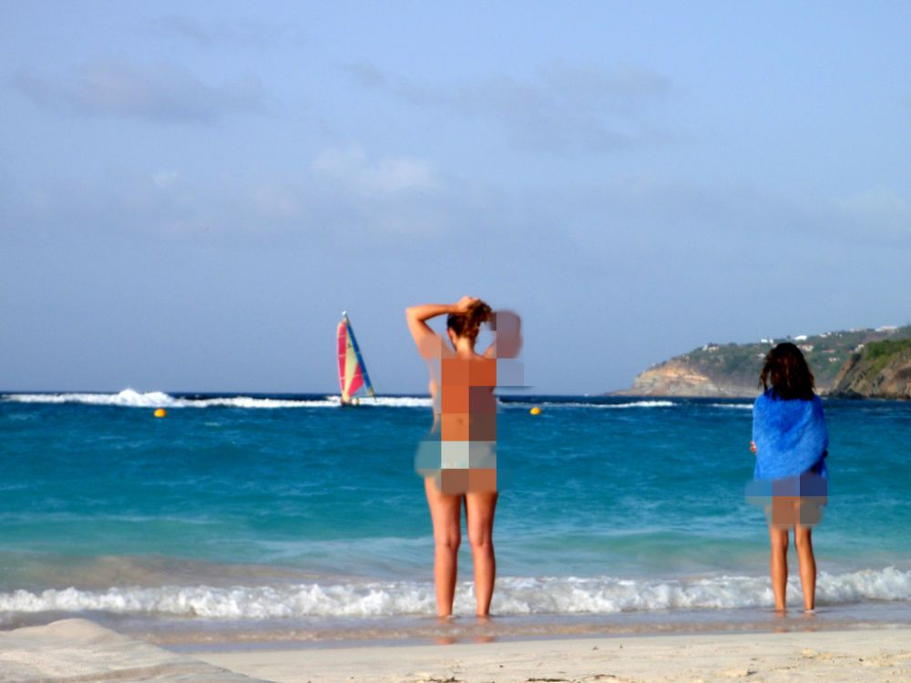 Di 10 pantai ini, pengunjung bebas bertelanjang bulat