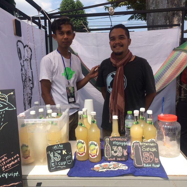 Bikin minuman fermentasi, mahasiswa seni ini ujikan ilmu mikrobiologi