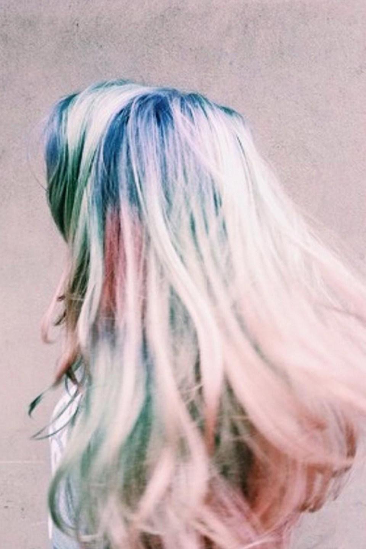 Good bye rainbow hair, sekarang saatnya kamu coba tren opal hair!