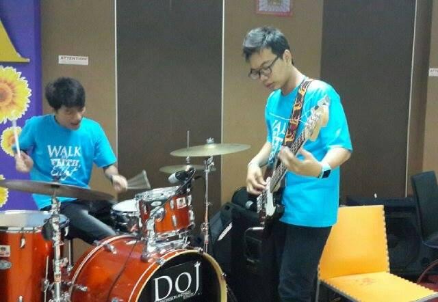 Belajar musik otodidak, Yoses kini jadi pengajar dan pemusik andal