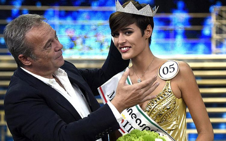 11-12 sama kasus Della JKT48, jawaban konyol Miss Italia bikin heboh!