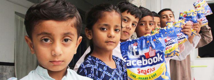 Wah, ada jajanan bernama 'Facebook', seperti apa ya rasanya?