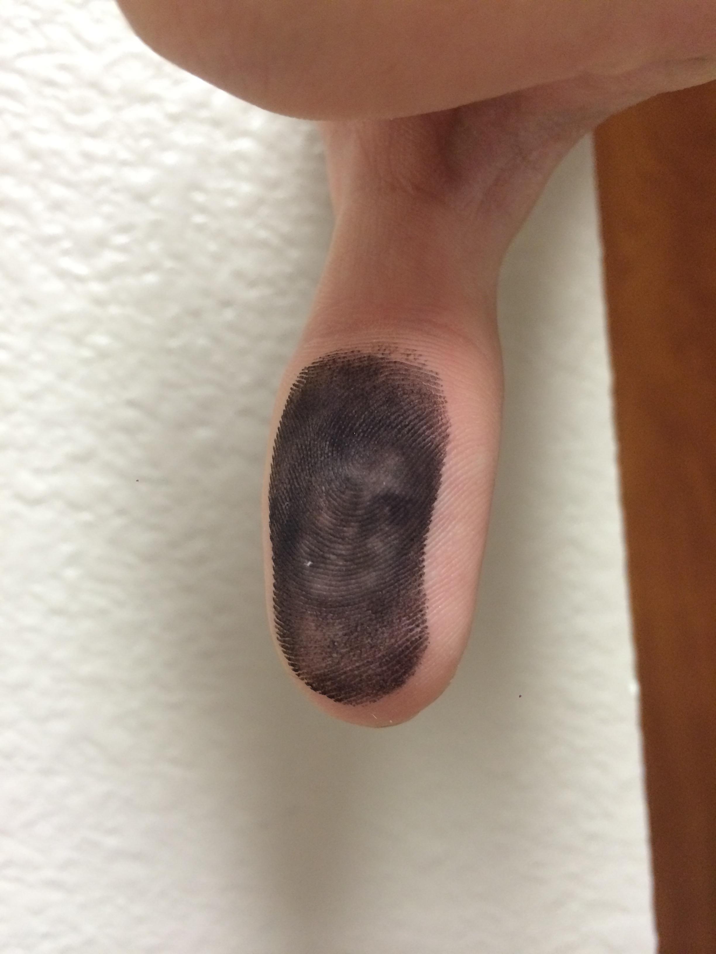 Ada penampakan wajah di sidik jari pria ini