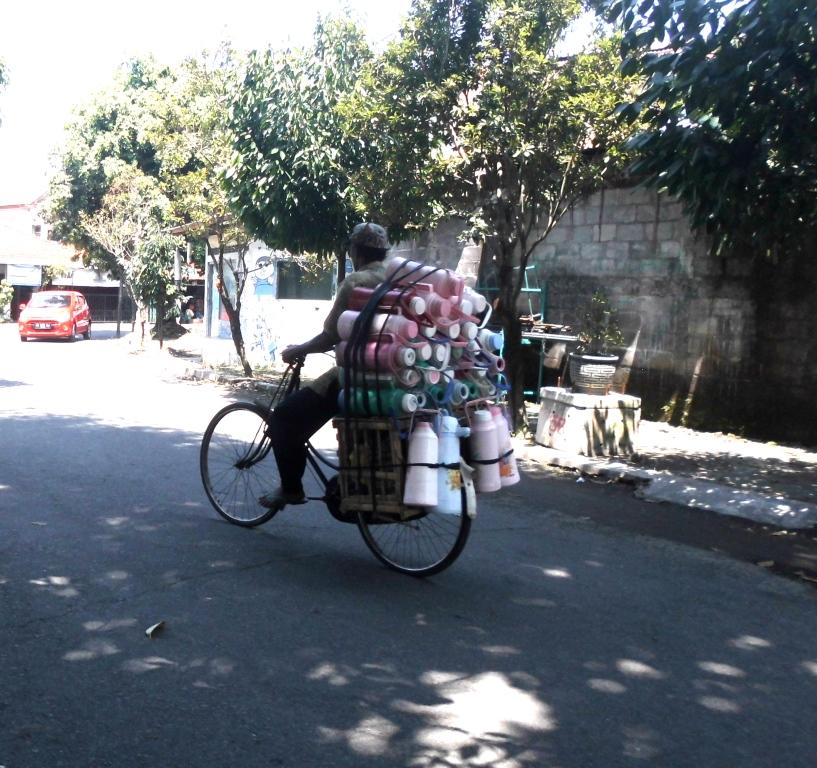 Orang ini berpesan: Setiap kayuhan sepeda, rezeki semakin dekat
