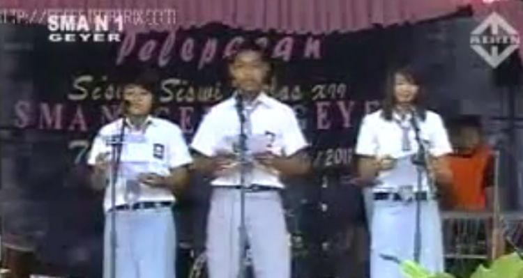 VIDEO: Siswa SMA ini bawakan puisi yang bikin ngakak guling-guling