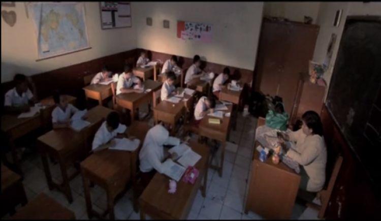 VIDEO: Kelakuan siswa SD saat Ujian Nasional ini bikin prihatin
